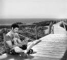 22. Un llibre al costat del mar (Small)